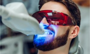 The patient gets zoom whitening treatment.